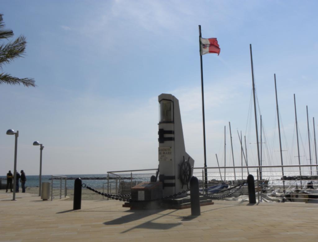 Monumneto ai marinai - Arma di Taggia